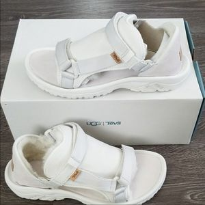 Men Ugg/teva colab sandal